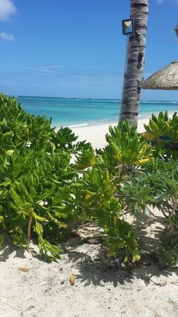 Beachcomber Dinarobin Hotel Golf & Spa: uno scorcio del mare