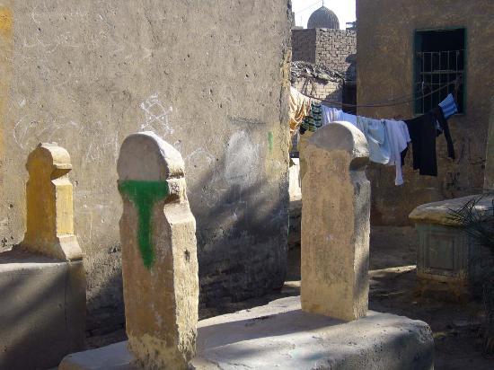 City of the Dead (Northern Cemetery): Wäschetrocknen zwischen Grabsteinen