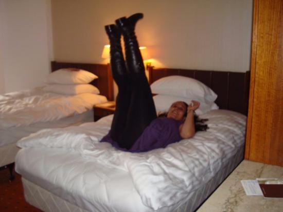 Ramses Hilton: Testando a cama!