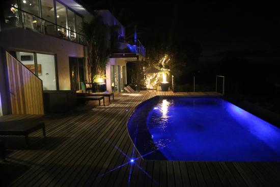 Atlanticview Cape Town Boutique Hotel: Romantic lighting enhance the suites pool deck area overlooking the Sea