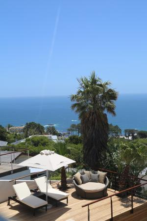 Atlanticview Cape Town Boutique Hotel: Decks that overlook the sea and mountains!