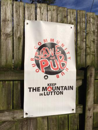 Ivybridge, UK: Whole parish campaigning to save community pub