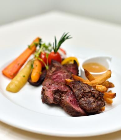 Au Biniou Restaurant: Bavette de boeuf sauce poivrade