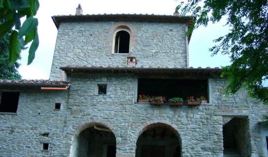 Tosi, Italia: Facciata del casolare