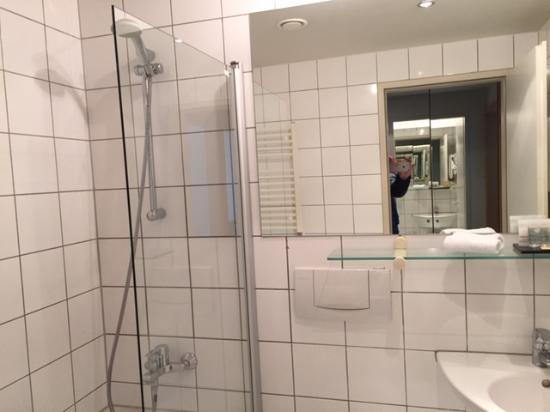K+K Hotel Fenix: Mini Dusche   Badewanne Amazing Design