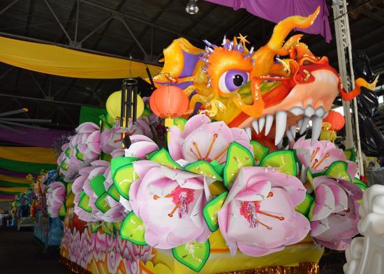 Blaine Kern's Mardi Gras World: The famous Dragon float