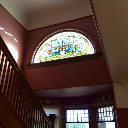 Beazley House: Stairway