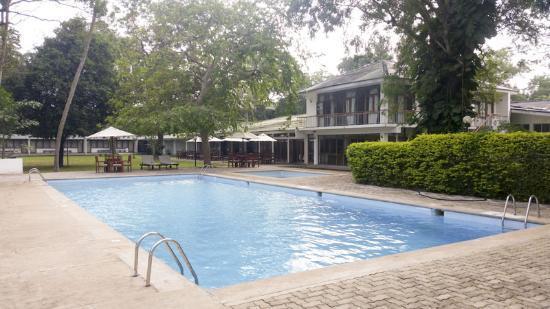 The Lakeside Hotel at Nuwarawewa: Lakeview-Nuwarawewa-swiming-pool
