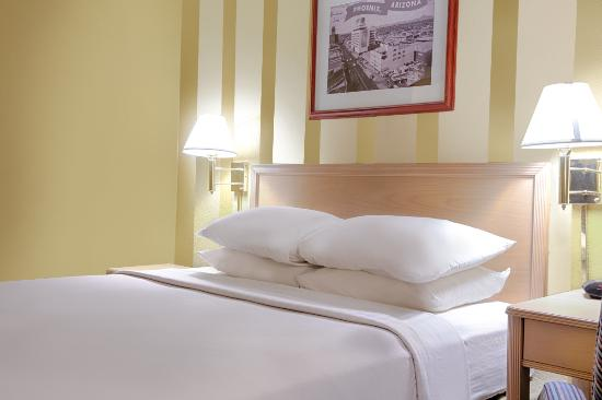 Travelodge Phoenix Downtown: Single Bed