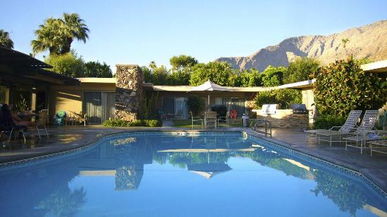 Desert Hills Hotel: ... a Palm Springs Classic
