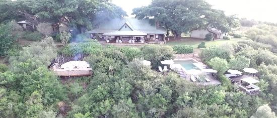 Addo, Sudáfrica: Camp figtre with boma fire going