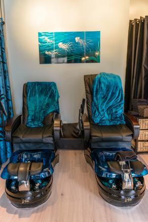 Penticton, كندا: Massaging Pedicure Chairs