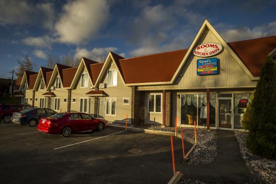 Clarenville, แคนาดา: Restland Motel & Wheelhouse Pub