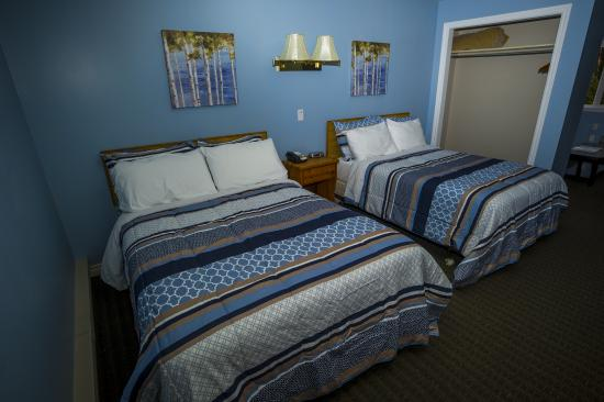 Clarenville, Kanada: Suite with 2 Double Beds, Kitchenette & Sitting Area