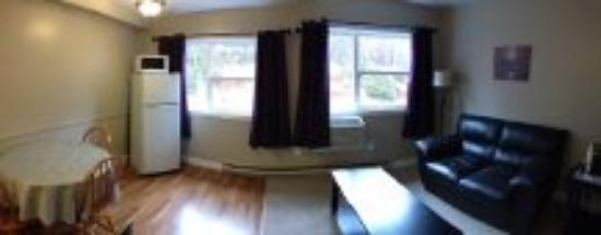 Clarenville, Canada: Efficiency Unit - 2 Double Beds, Kitchenette and Sitting Srea