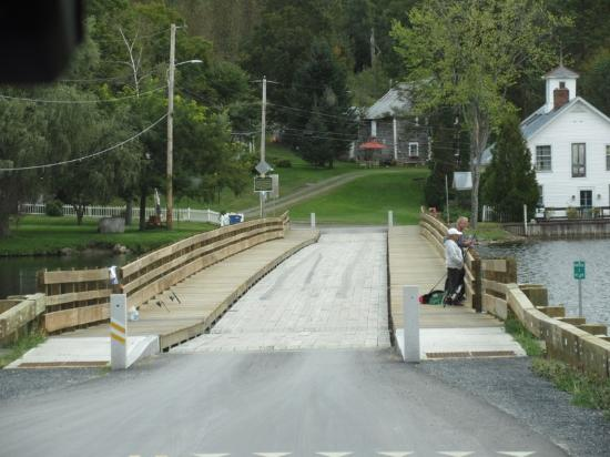 Brookfield, VT: Floating Bridge!