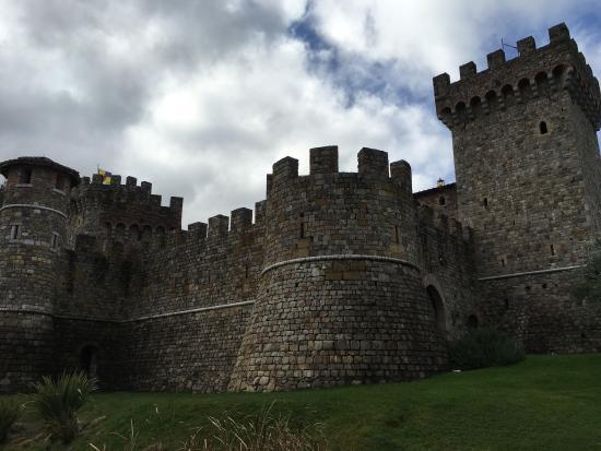 Castello di Amorosa: Spendid