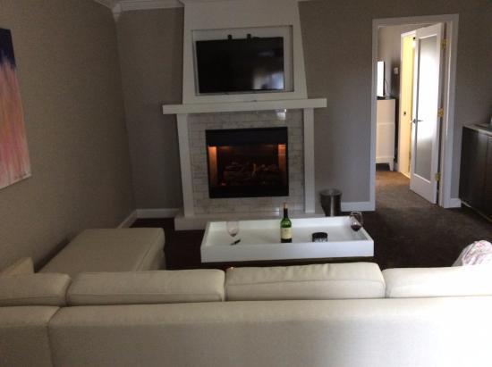 cozy fireplace picture of the burgundy hotel little rock rh tripadvisor com