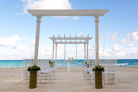Sun Palace Beach Wedding Setup