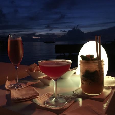 Four Seasons Resort Maldives at Kuda Huraa: Evening cocktails
