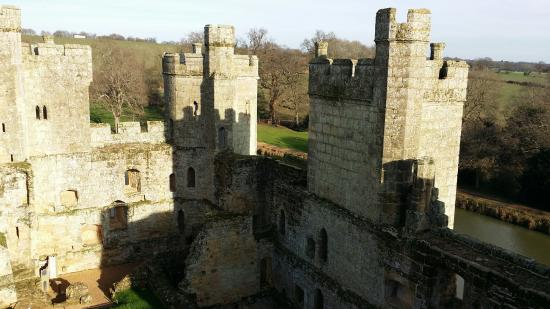 Sun picture of bodiam castle bodiam tripadvisor for Sun castle