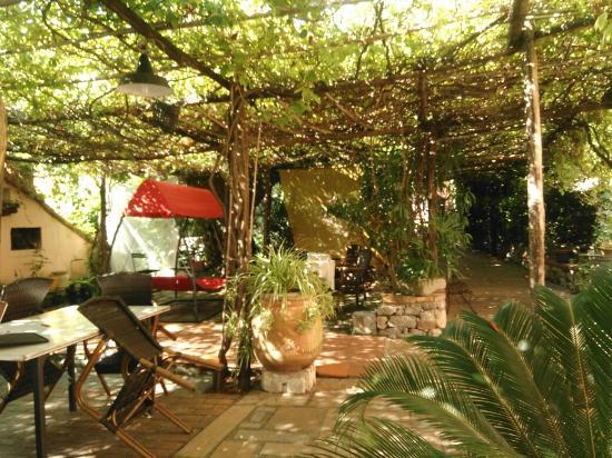 Locanda Dal Moccia: Hotel outdoor &indoor, very cosy &great for summer !