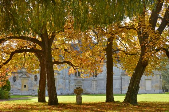 Parc et Jardins du Chateau d'Acquigny: Le château renaissance coté Nord