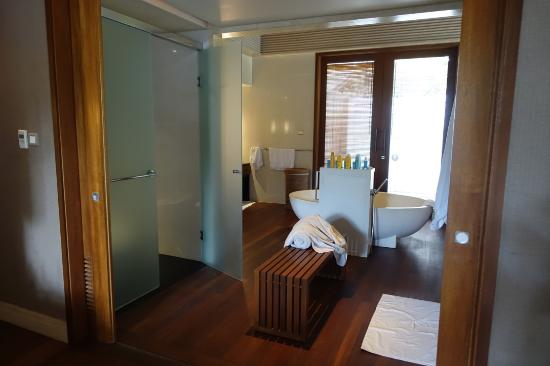 Shangri-La's Villingili Resort and Spa Maldives: bathroom