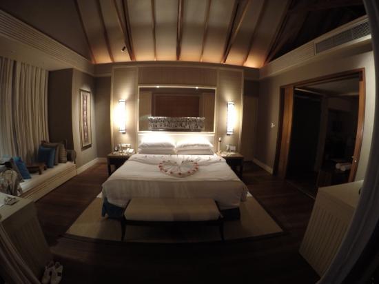 Shangri-La's Villingili Resort and Spa Maldives: room
