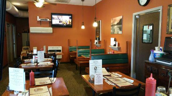 Erma, Nueva Jersey: GREAT Spot to grab a Bite & assure it's delicious & out to you FAST!! Friendly & Courteous alway