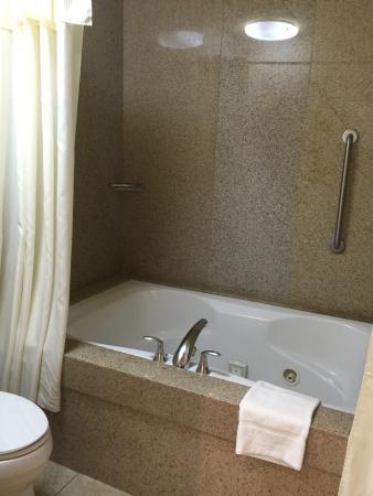 Homewood Suites by Hilton Jackson : Whirlpool tub
