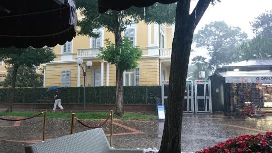 Hotel Villa Erica: Blick aufs Trieste in der Fußgängerzone