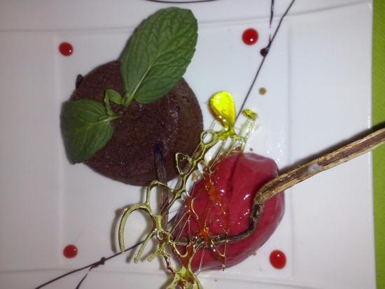 Terrasson-Lavilledieu, Francja: fondant au chocolat glace framboise maison