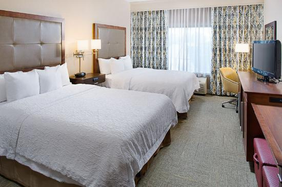 Hampton Inn & Suites Denton: Guest Room