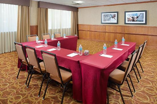 Hampton Inn & Suites Denton: Synergy Room