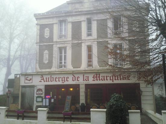 Arnac-Pompadour, Francia: devant de l auberge