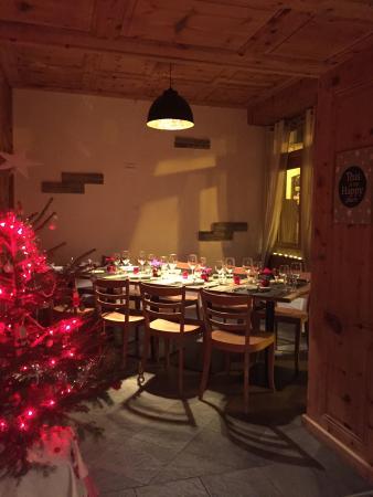 Salvan, سويسرا: L'Union- côté restaurant