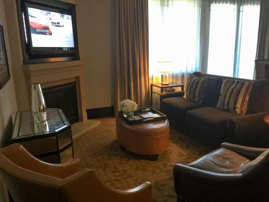 Waldorf Astoria Park City: Living room area