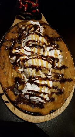 Teddy's Barn and Grill: Cow pie dessert