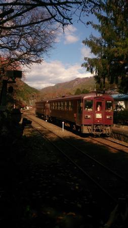 Kanto, Japan: 晩秋のわたらせ渓谷鐵道