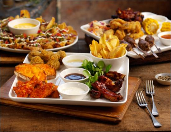 Beefeater George In The Tree: Loaded potato dippers, the racked n stacked platter and The Beefeater   Sharing Platter