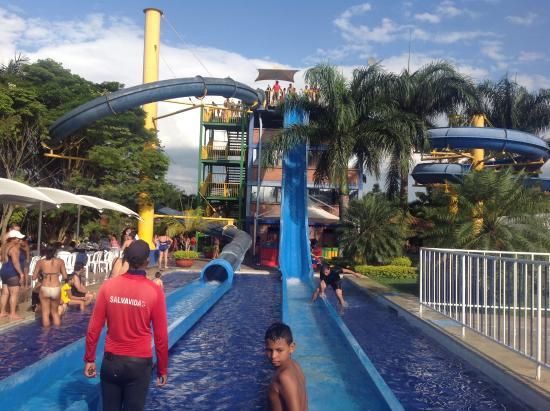 Foto de acuaparque de tardes cale as rozo cali piscina for Presupuesto para construir una piscina en colombia