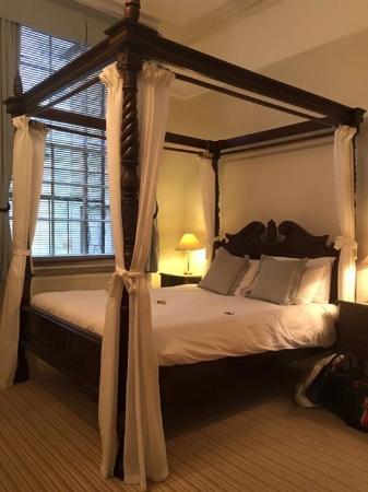 Brighton House: Beautiful bed
