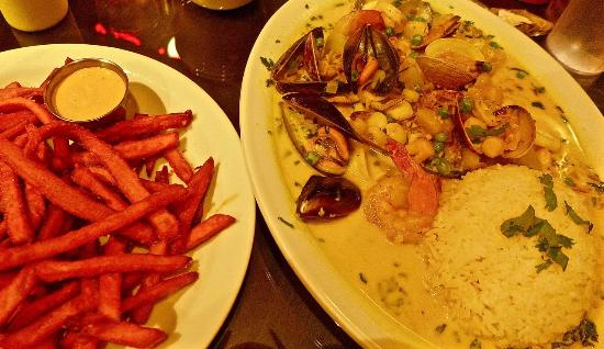 El Cerrito, Kaliforniya: seafood stew and sweet potato fries