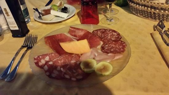 Pomaia, Italia: Foto presso ristorante pieve di pomata estate 2015