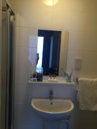 Gower Hotel: Bathroom