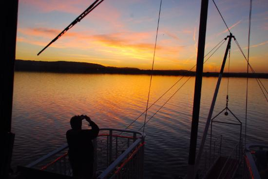 Lake City, MN: Our Sunset cruises are always a favorite