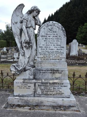 Queenstown Cemetery: Tombstone in Queenstown