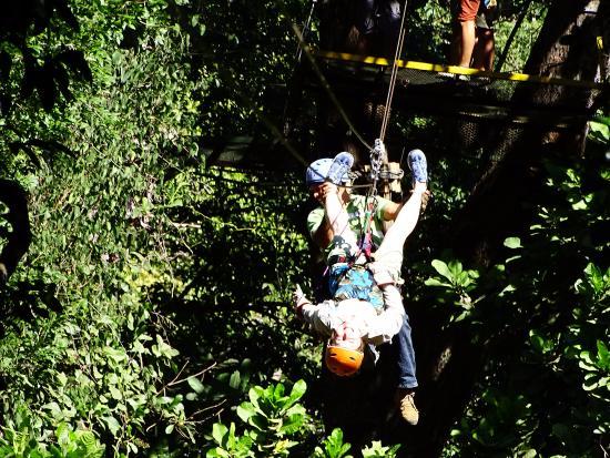 Artola, Costa Rica: zipping