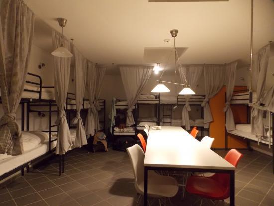 Hostel Centraal : Habitación mixta para 20 personas, planta baja